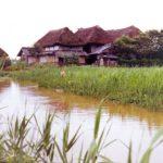 佐賀県水路とかやぶき屋根